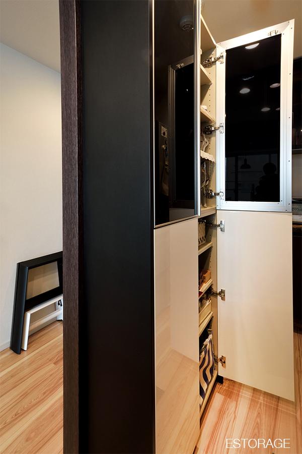 収納不足を解決した、オーダーメイドの食器棚。