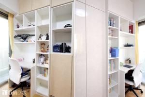 両側から使える壁面収納を子ども部屋の間仕切りに。