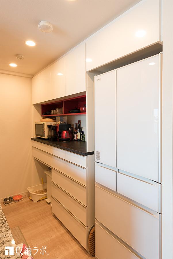オーダーメイドの食器棚。