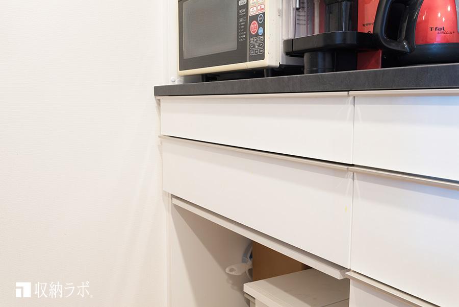 不要な時には、すっきり収納できるスライド棚。