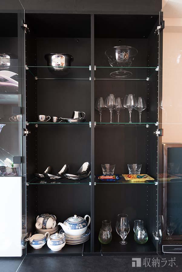 コレクションの食器類を飾るためのディスプレイスペース