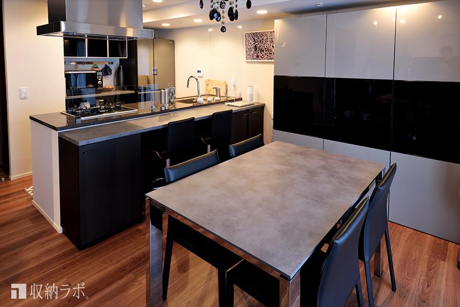 オーダーメイドの食器棚とキッチンカウンター収納で、理想のダイニングキッチンを実現。