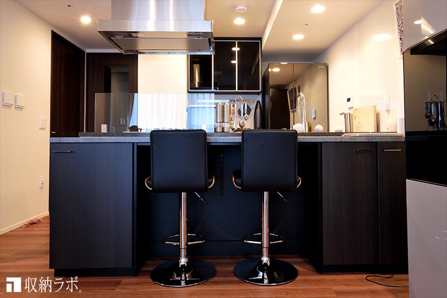 デザインにこだわった、オーダーメイドのキッチンカウンター収納