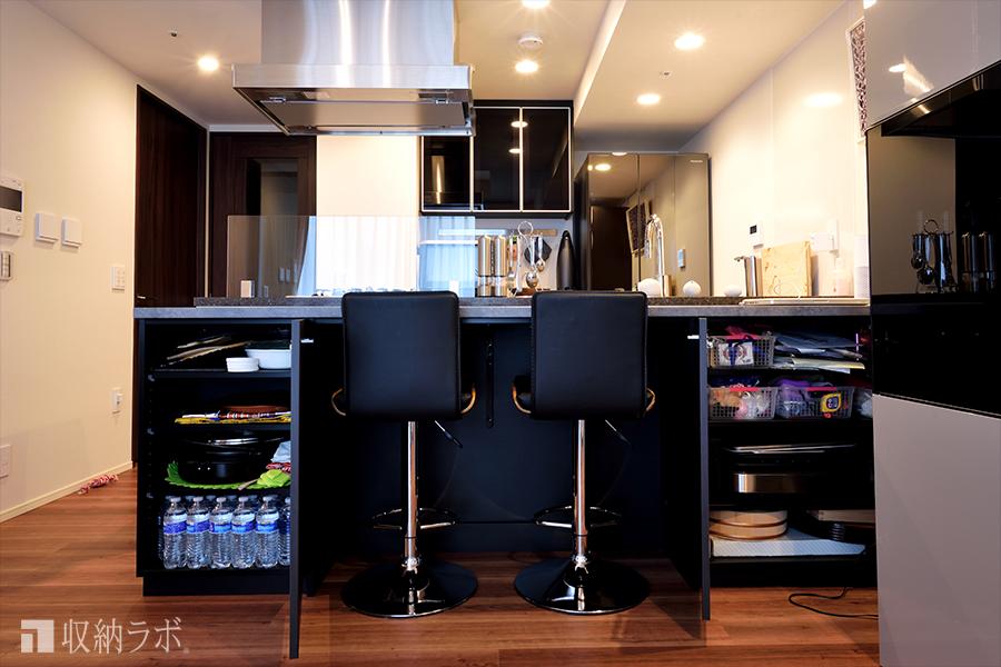 オーダーメイドのキッチンカウンター収納は、収納量もしっかり確保。