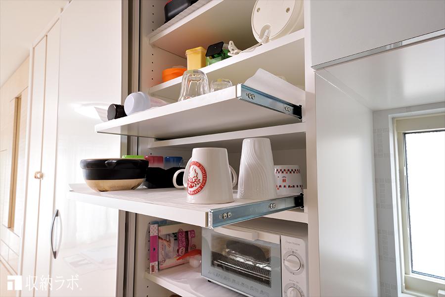食器類も引き出せるので、出し入れが便利。
