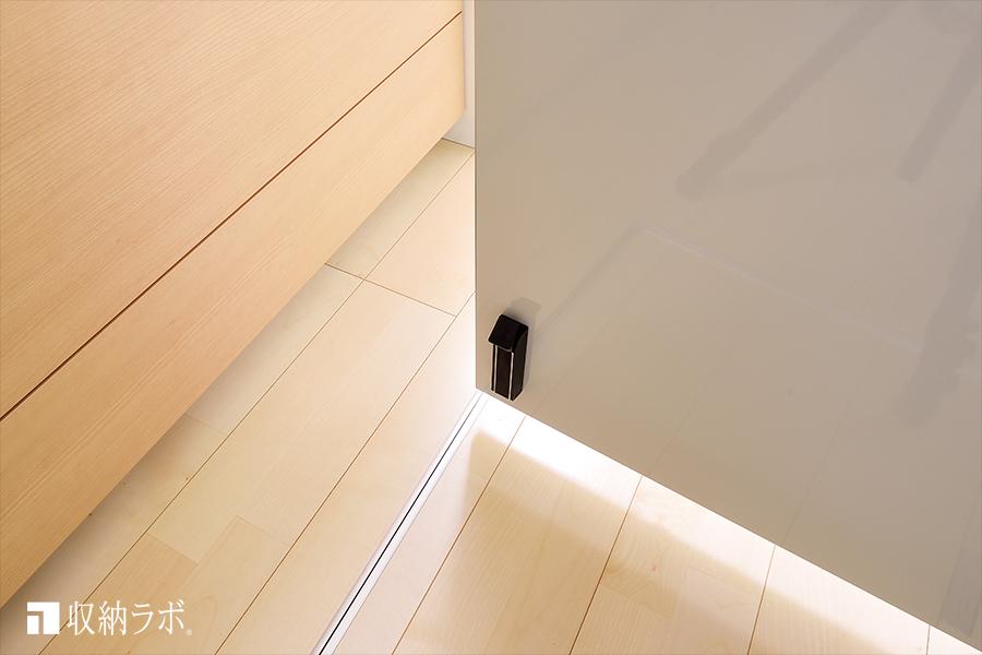 子供がキッチンに入れないようにするための扉。