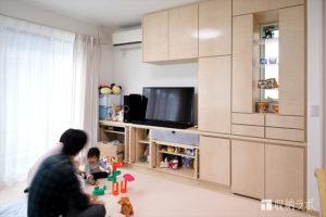 子どもの安全を最優先に考えた壁面収納。