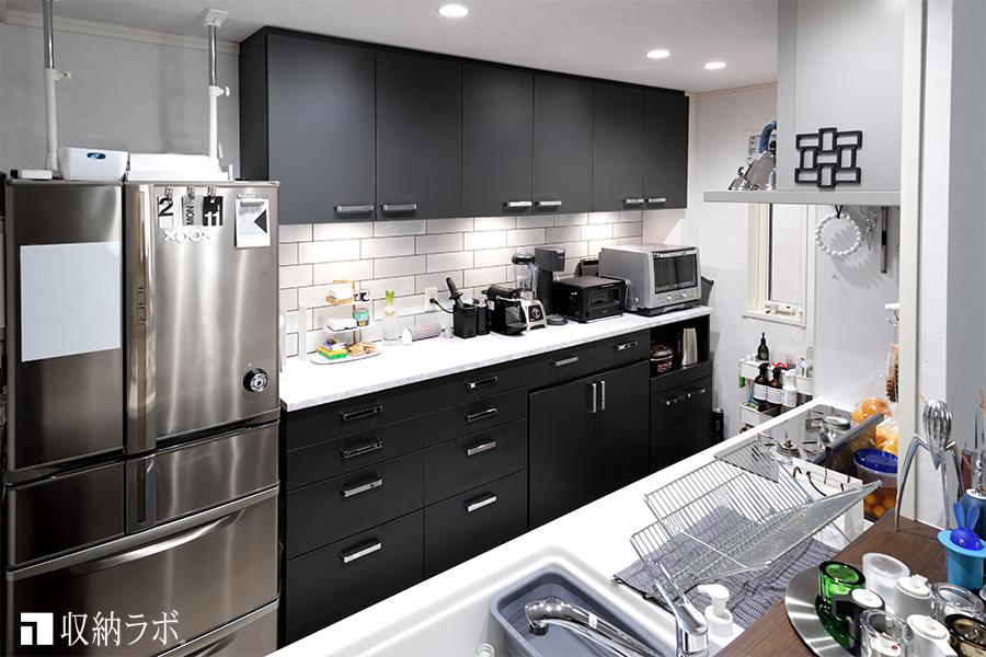 地震の不安と収納不足を解消するために、オーダーしたキッチン収納。
