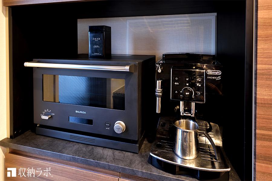 食器棚のオープンスペースには、調理家電を収納。