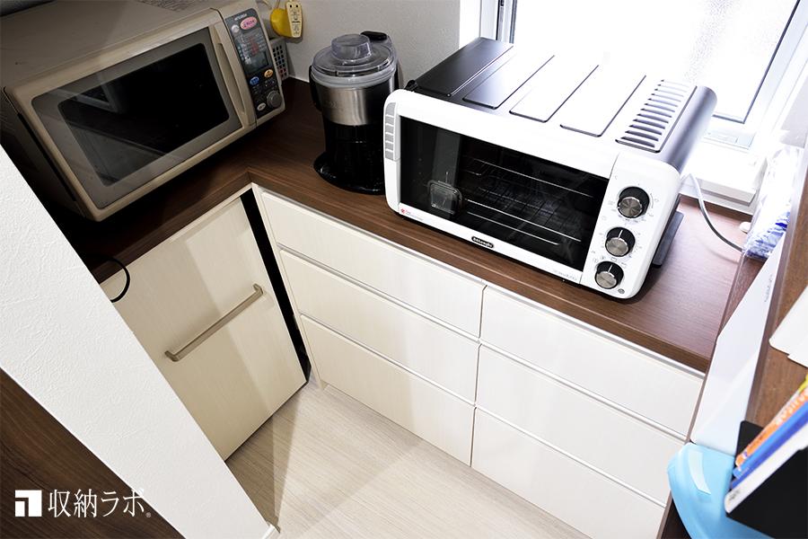 デットスペースを使いやすくした、L字の食器棚。
