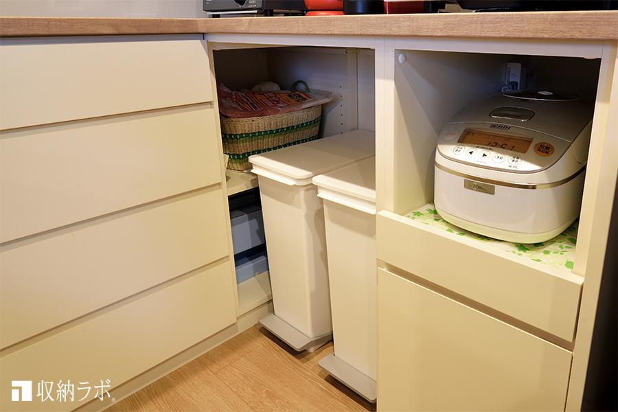 オーダーメイドの食器棚に作ったゴミ箱の収納場所