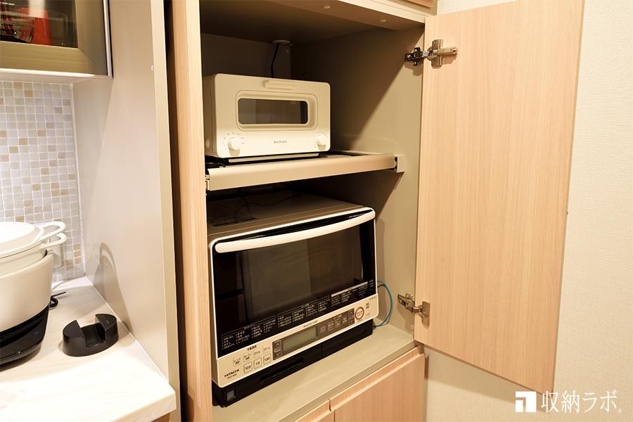 調理家電は、機能的に隠す収納を実現した食器棚
