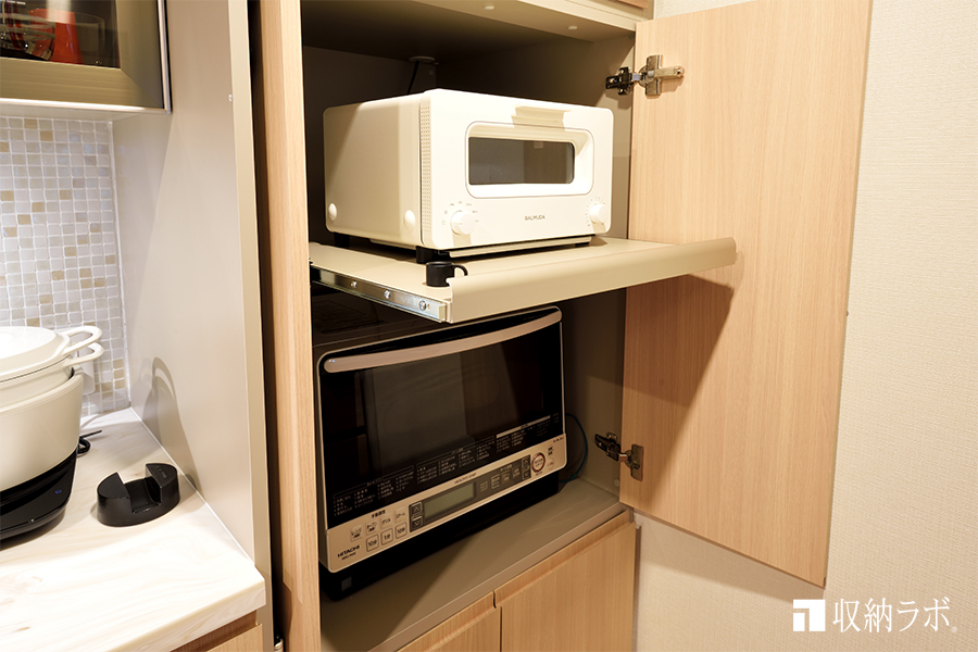 調理家電は、機能的に隠す収納を実現した食器棚2