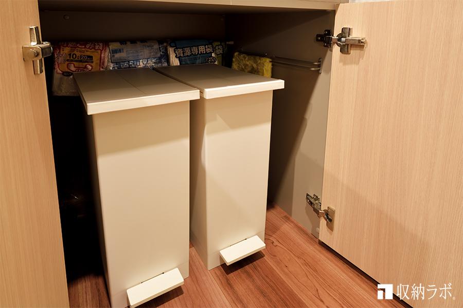 ゴミ箱もスッキリ収納できるオーダーメイドの食器棚