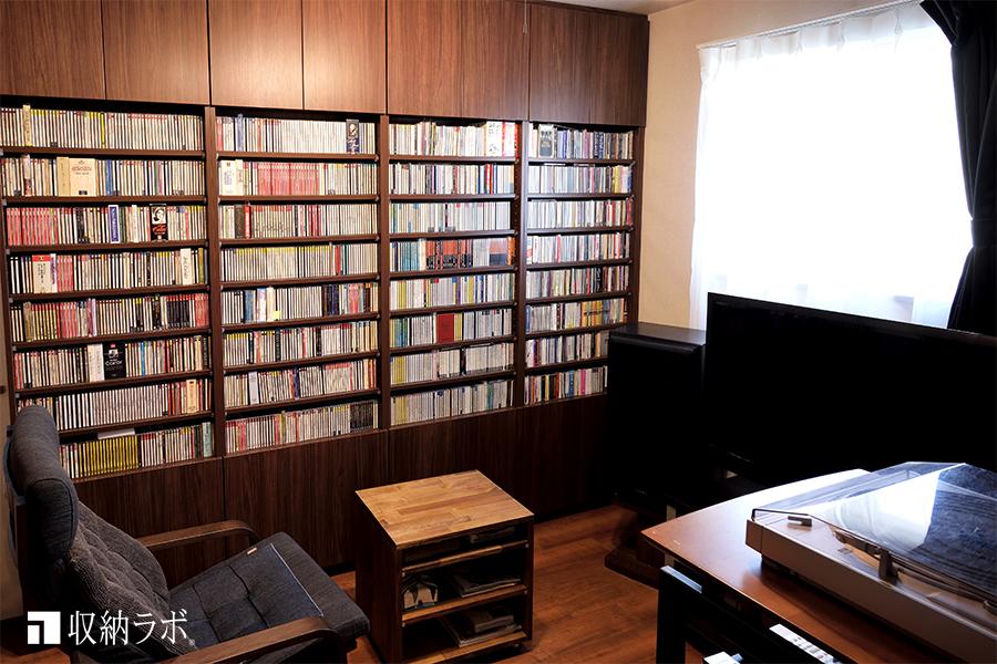 趣味を楽しむための部屋を実現した、オーダーメイドの壁面収納。