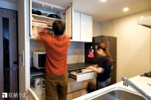 オーダーメイドの食器棚で、夫婦で家事が分担できる快適なキッチンに。