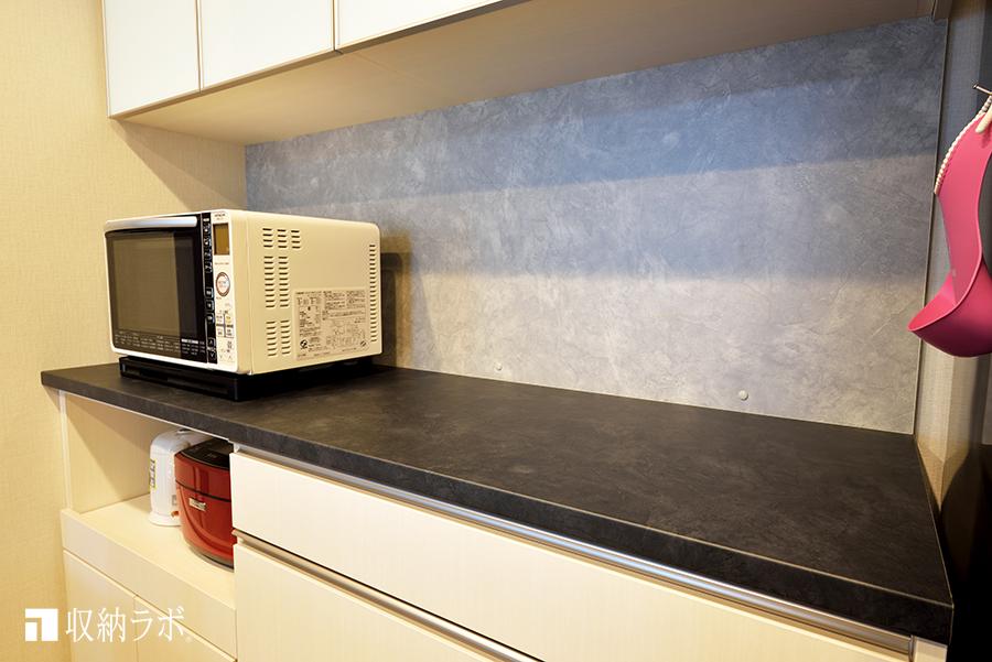 リビングのデザインに合わせたキッチンカウンター