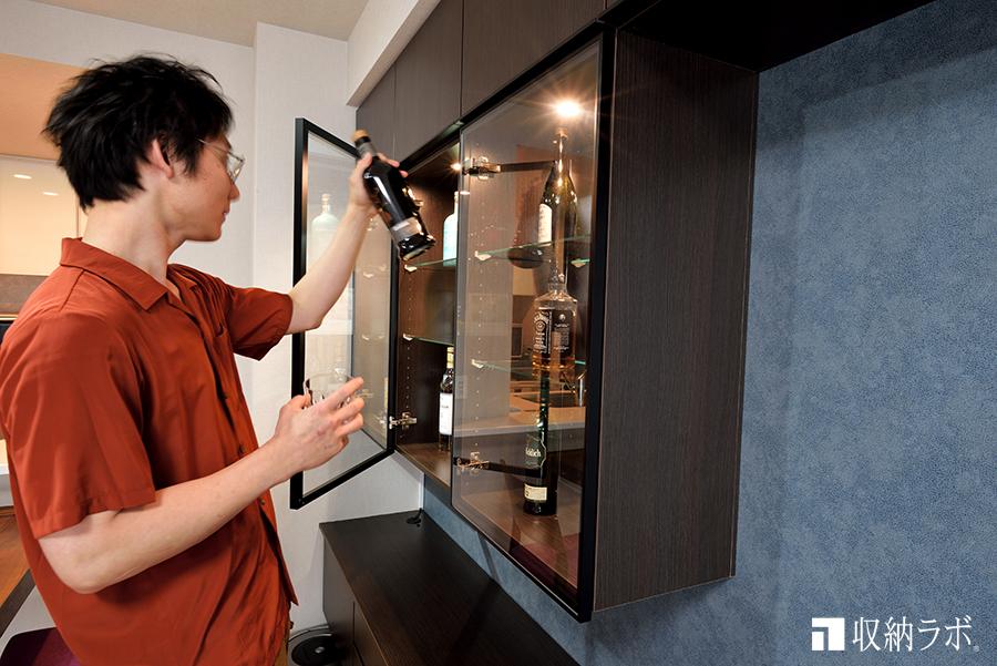 お気に入りのお酒をディスプレイできる飾り棚。