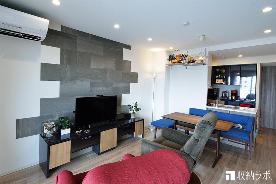 お部屋全体の統一感を実現したオーダーメイドのリビング収納と食器棚。