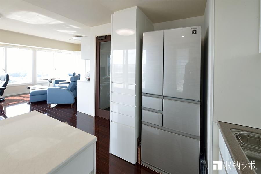 キッチンスペースに作ったオーダーメイドの多目的収納