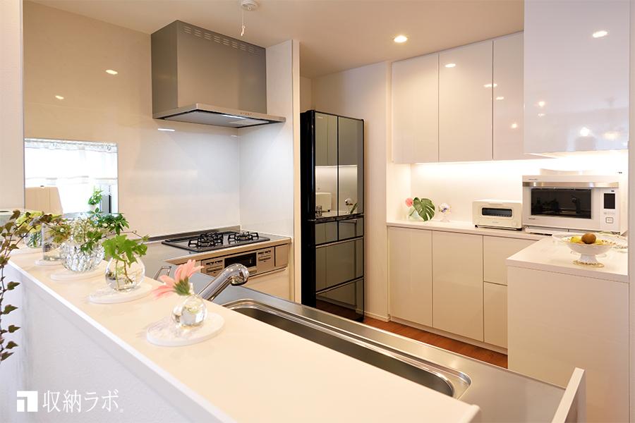 オーダーメイドの食器棚で、理想通りのキッチンを実現。
