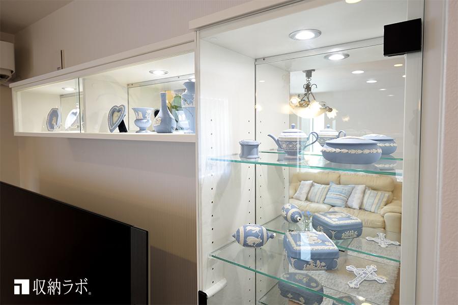 背面に鏡とLED照明を組み込んだ飾り棚