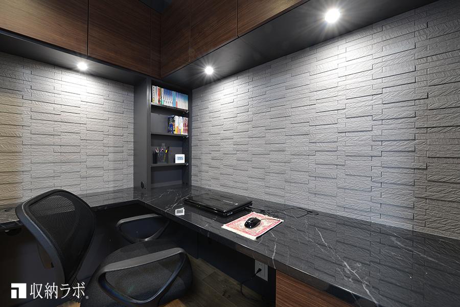 天板の素材は、光沢のある石目素材を採用。