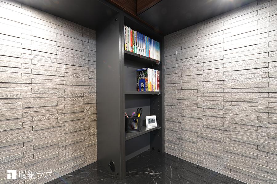 コーナーにある柱を利用して作った書棚