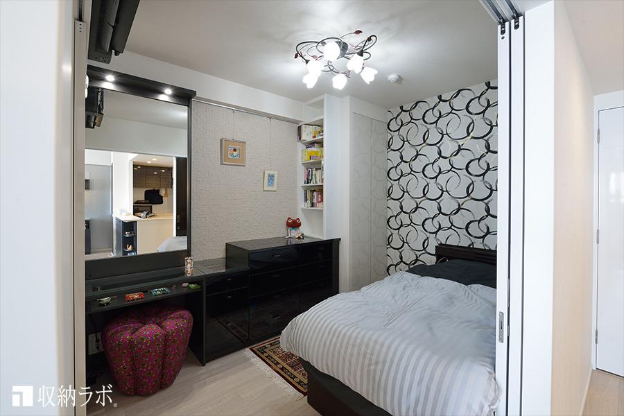 ドレッサーを組み込んだ寝室のオーダー家具