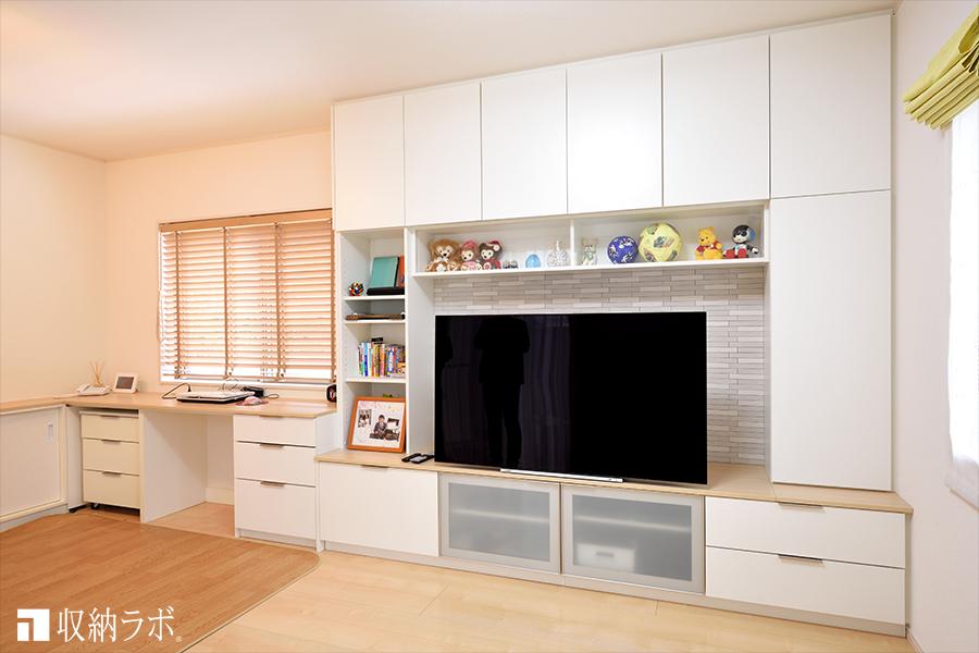 オーダー家具の壁面収納と食器棚で、新居に快適な収納を実現。