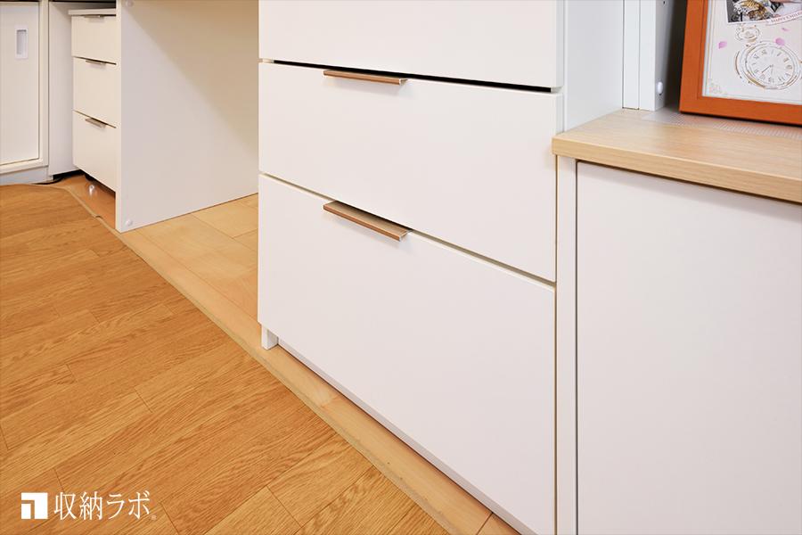 オーダー家具のデスクスペースにはプリンターを収納