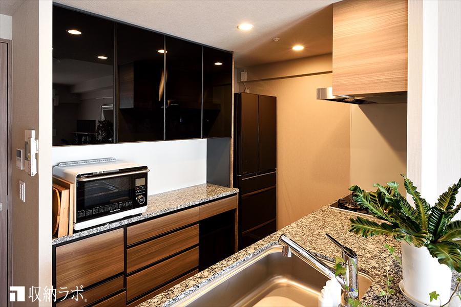 理想だった収納量と機能性を実現した、オーダーメイドの食器棚。