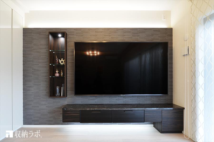 リビングダイニングに85インチのテレビを設置するために作ったオーダー家具。