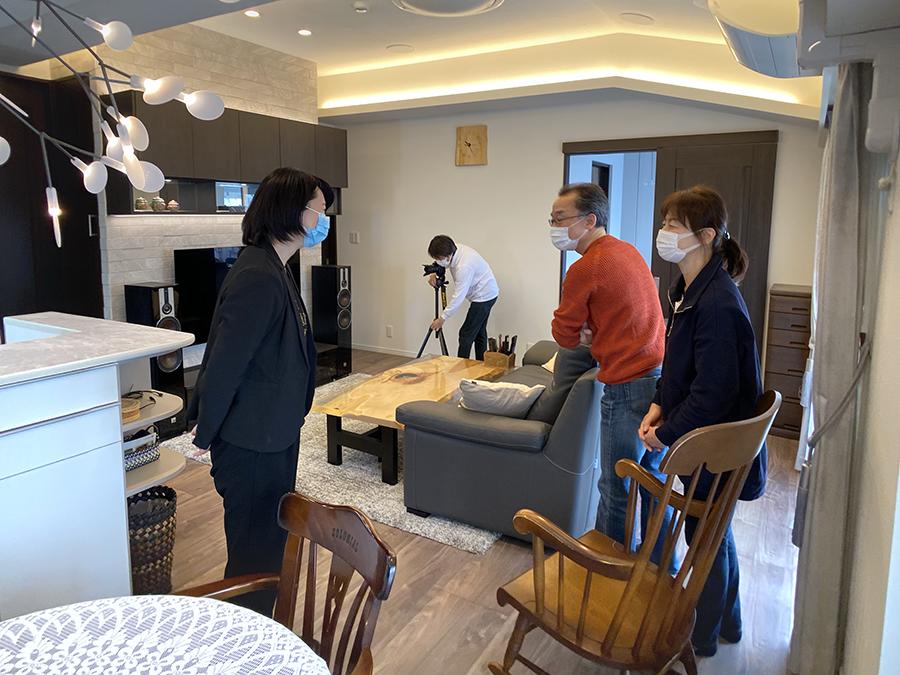 お客様のご自宅で、納品した家具の撮影