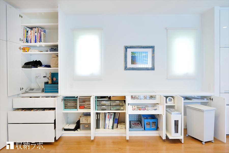 シュレッダーやゴミ箱も機能的に収納。