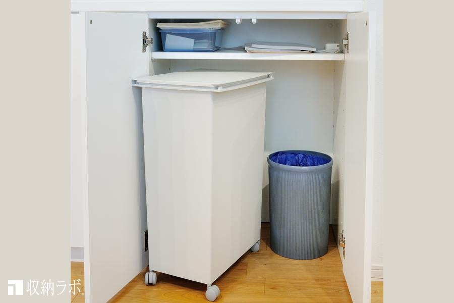 2種類のゴミ箱を収納するために設計された収納スペース。