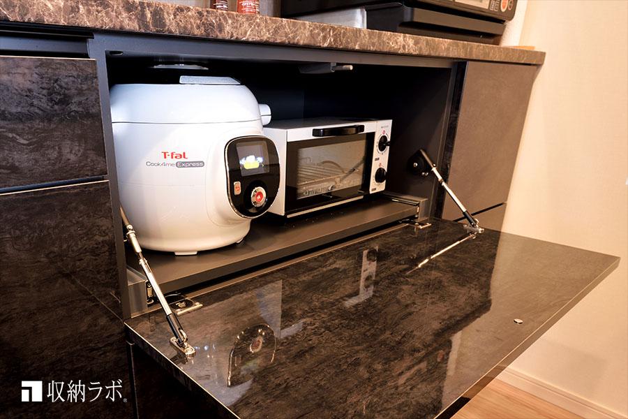 調理家電を使っていない時には、食器棚にすっきり収納。