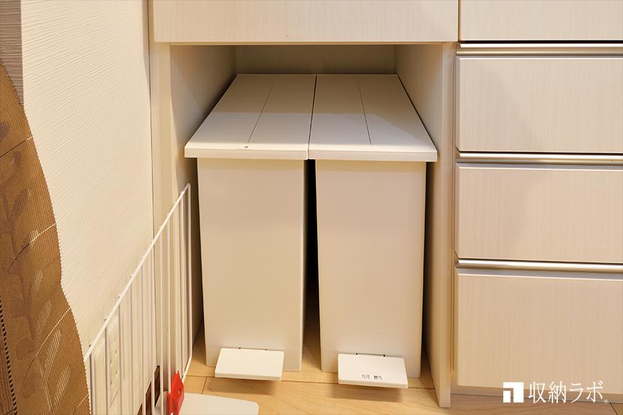 ゴミ箱の収納スペースを確保。
