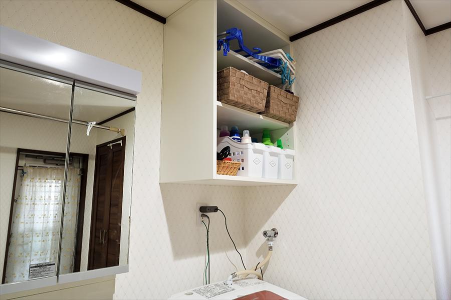 洗濯機上のデットスペースを有効活用。