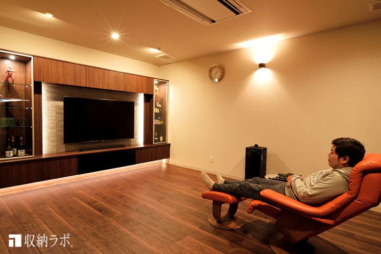 リラックス効果のある間接照明を取り入れた壁面収納