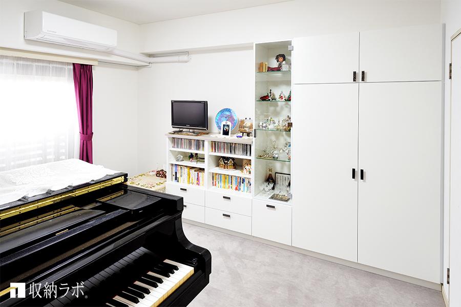 オーダーメイドの壁面収納で、開放感のあるピアノのレッスンルームを実現。