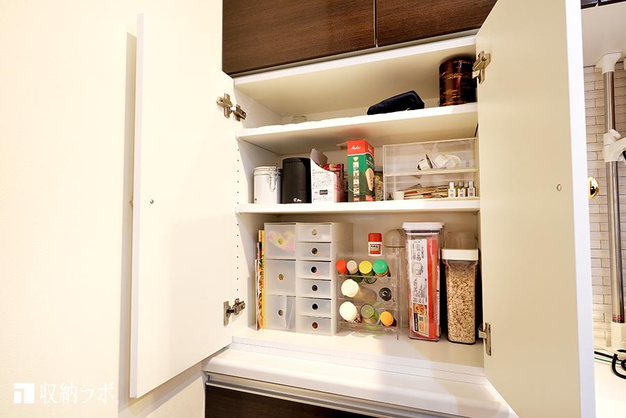キッチンに追加した小物を収納するための収納スペース