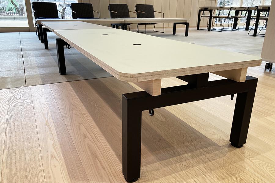 せきてらすに納品したテーブル