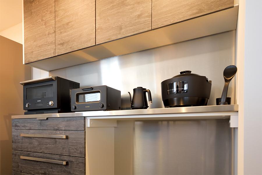 汚れに強く、お手入れが簡単な食器棚