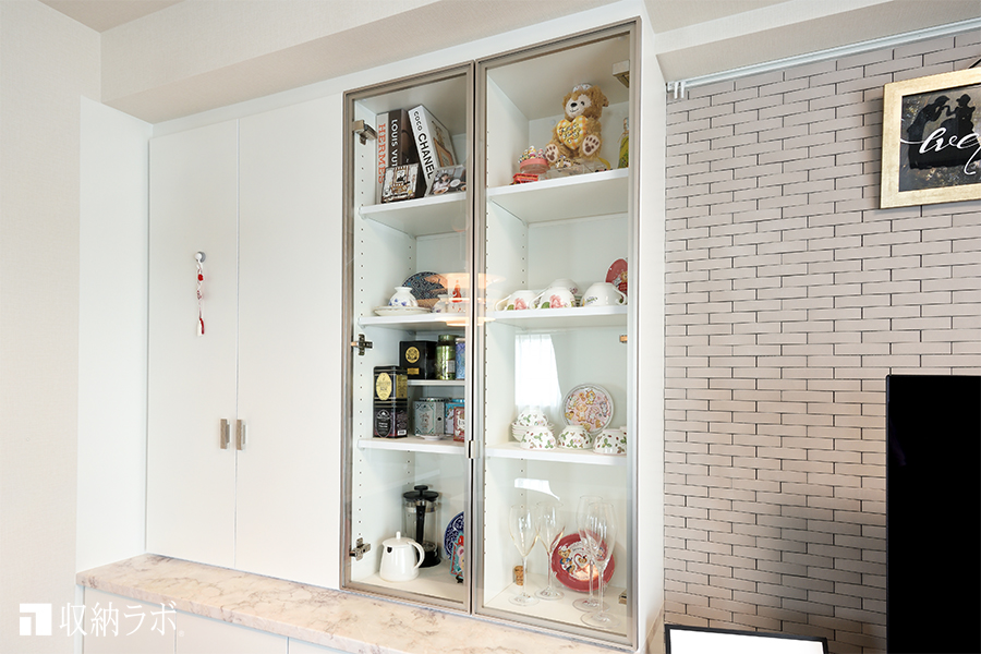 オーダーメイドのリビング収納の飾り棚