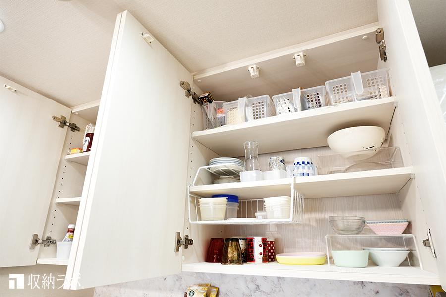 オーダーメイドの食器棚の吊り戸棚